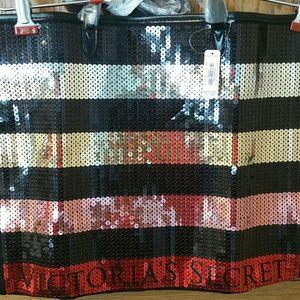 Victoria's Secret Bags - NWT Victoria Secret sequin travel bag
